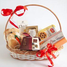 Cesta chocolates importados e pelúcia