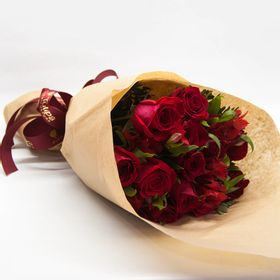 Buquê 12 Rosas papel kraft
