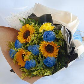 Buquê de 6 rosas azuis e girassois