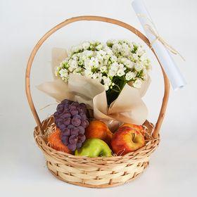 Cesta de frutas pequena com flor