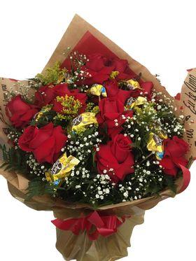 Buquê 12 rosas e 12 bombons