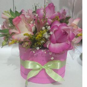 Box Encanto Rosado 6 rosas e astromelias