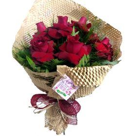 Buquê 8 rosas colombianas  em kraft telado