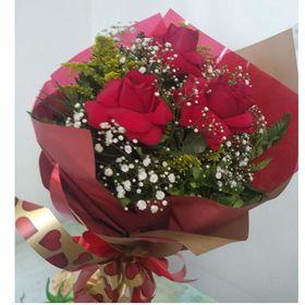 Buquê 3 Rosas e Gypsophila