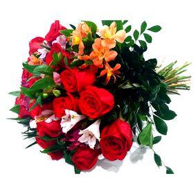 24 rosas colombinas e 12 astromelias coloridas