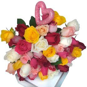 Buquê rosas coloridas e mini coração