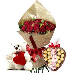 Buquê 25 rosas, Pelúcia e Coração de Bombons