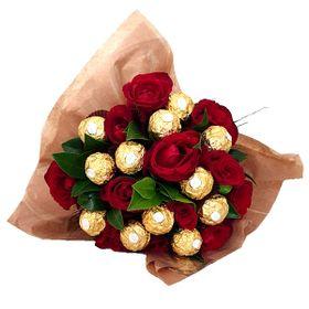 Buquê 12 Rosas e 12 Ferrero Rocher