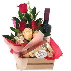 Caixa com Vinho, Chocolates e Rosas