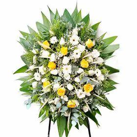 Coroa de flores em tons claros