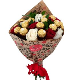 Buquê de 12 Rosas e 24 Ferrero Rocher