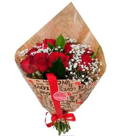 Buquê 12 rosas com Gipysofila