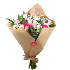 Buquê 12 Rosas e Astromélias em tons branco com rosa