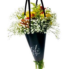 Buquê no Cone I Love You com flores mistas