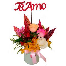 Arranjo de Flores Coloridas + Plaquinha Te Amo