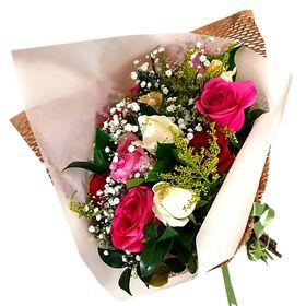 Buquê 15 Rosas coloridas papel comeia