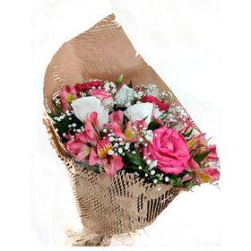 Buquê 6 Rosas com Astromélias envolto em papel Rústico