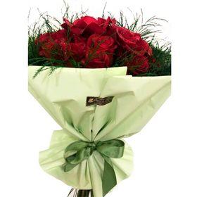 Buquê 12 Rosas Vermelhas e aspargo
