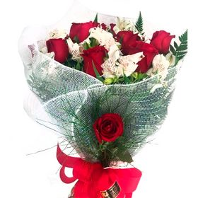 Buquê 12 Rosas vermelhas e astromelias branca
