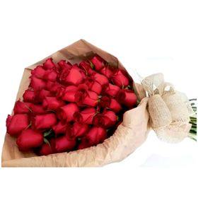 Buquê Rústico com 36 Rosas Vermelhas