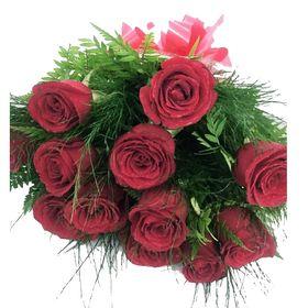 Buquê 12 Rosas com aspargos em papel Celofane