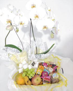 Cesta matinal com 35 itens + Orquídea