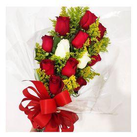 Buquê 10 rosas vermelhas e 2 brancas