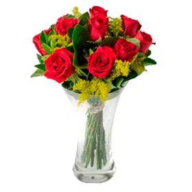 12 rosas + tango ou aster em vaso de vidro