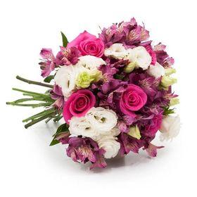 Buque de Flores Nobres em Tons Rosados