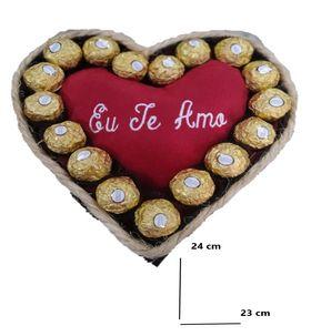 coração de pelúcia e chocolate muito amor