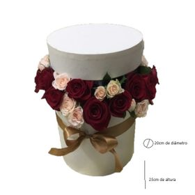 Box surpresa de ferrero rocher com rosas e mini rosas