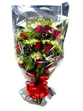 Ramalhete com flores do campo e rosas