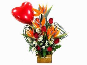 Arranjo estrelízias, rosas e balão
