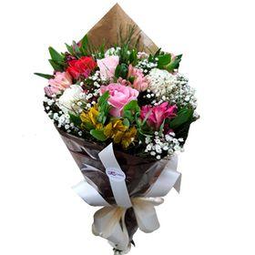 Buquê com 06 rosas e Flores Mistas