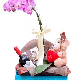 caixa de madeira com Orquídea, Urso, Ferrero Rocher, Vinho Chileno e plaquinha