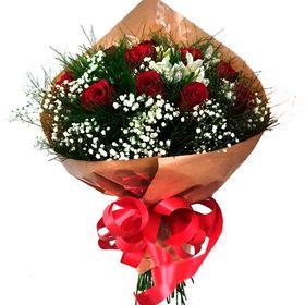 Buquê 12 rosas + complemento branco.