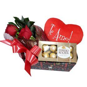 Box com rosa, coração e chocolate