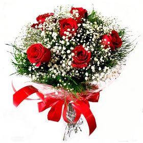 Buquê 06 Rosas Vermelhas com verdes e gyphisofila