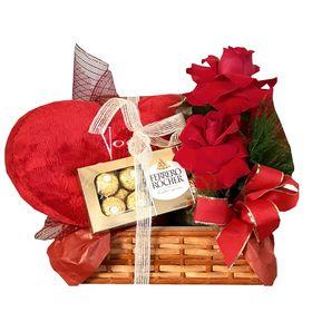 Baú com arranjo de rosa especial e Ferrero Rocher