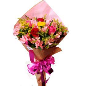 Buquê 06 rosas coloridas e Astromelias cor de rosa