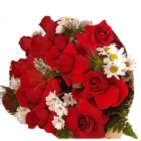 Buquê 12 rosas vermelhas na folha de ceda